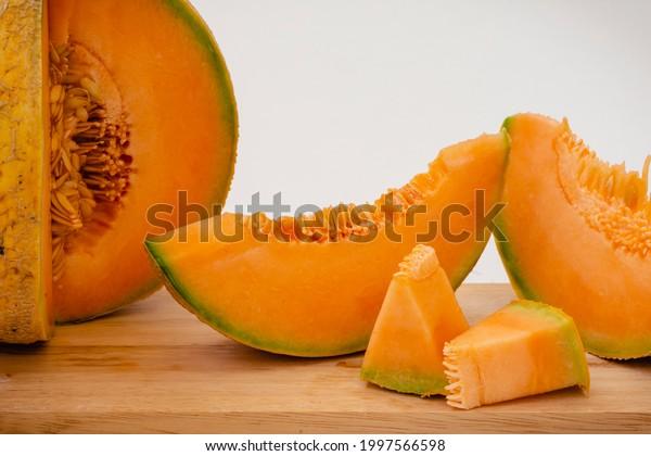 melon-cut-orange-pulp-600w-1997566598.jp