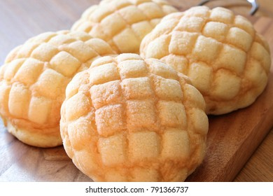 Melon-shaped bun, Japanese bread