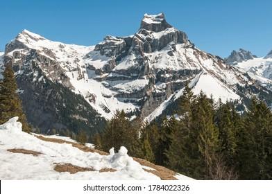 Melting snow on the Hahnen ridge above Engelberg.