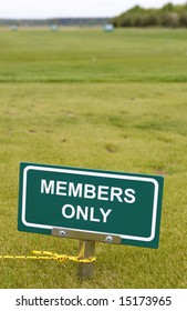 Members only green sign at the golf course