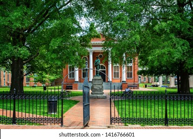 Memorial to Confederate Soldiers in Leesburg, Virginia, USA on 15 May 2019