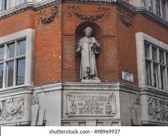 Memorial to Sir Thomas More,unjustly executed by King Henry VIII, behind the Royal Courts of Justice, London
