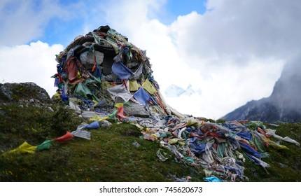 Memorial Stone, Himalayan Graveyard Covered by Prayer Flags, Everest Base Camp Trek Lobuche to Gorak Shep, Nepal