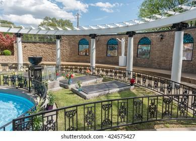 MEMPHIS, TENNESSEE - APRIL 07, 2016: Elvis Presley Grave in Graceland.