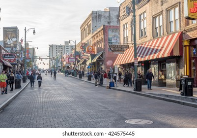 MEMPHIS, TENNESSEE - APRIL 09, 2016: Memphis Downtown and People on the street during the weeking show