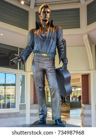 Memphis, TN - Sep. 20, 2017: Statue of Elvis Presley welcomes visitors to Memphis, Tennessee.