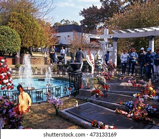 MEMPHIS, UNITED STATES - NOVEMBER 21, 1995 - Elvis Presleys grave in the remembrance garden at Graceland, the home of Elvis Presley, Memphis, Tennessee, United States of America, November 21, 1995.