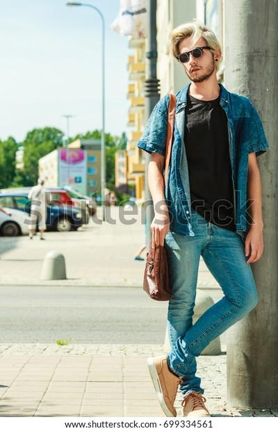 neueste Art von neuartiger Stil perfekte Qualität Men Fashion Urban Style Clothing Concept Stockfoto (Jetzt ...