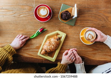 Men hold girl with flower drink coffee