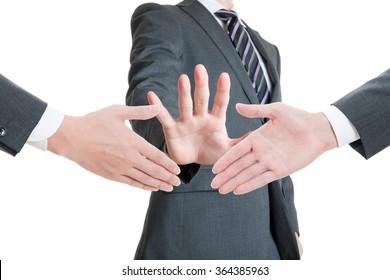 Men stop to shake hands, Breakdown