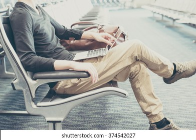 Men using a laptop in the waiting room of the airport