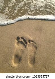 Men versus women right foot print