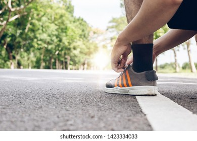 Men wear shoes ready to run