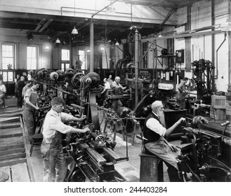 Men working at machines in the Government Printing Office, Washington, D.C.