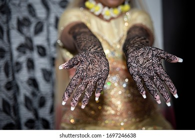 Mendi art on hands wedding day