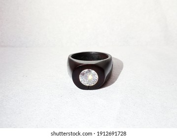 men's accessories ring with kokka wood and decorated with diamond gemstones