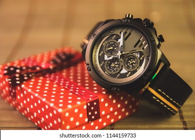 Men's Casual fashionable Wristwatch with Gift Box