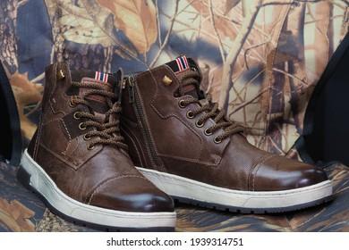 Men's shoes. Fashionable men's shoes in brown color.