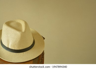 Men's trilby hat.    with mahogany table.   This expensive antique furniture is made in England.    blurred background・soft focus image.
