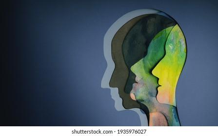 Psychisches Gesundheitskonzept. Bipolare Störung Person. Papierschnitte als menschlicher Kopf mit verschiedenen Emotionen