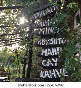 menu board of an outdoor cafe in Turkey. (Turkish)