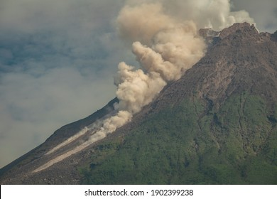 Merapi volcano's latest eruption in 2021, releasing hot clouds