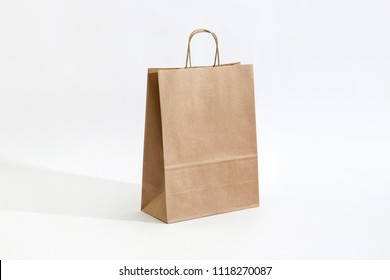 The Mercato Eco Paper Bag is made from 100g recycled paper and features an elegant 1000s lines vertical textures.