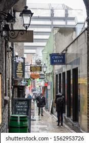 MERCHANT'S  ARCH, TEMPLE BAR , DUBLIN, IRELAND-APRIL 02, 2015:Merchant's Arch in the Temple Bar district, Dublin City, Republic of Ireland