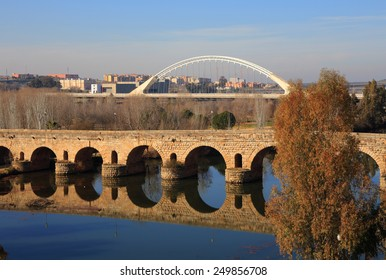 Merida, Badajoz Province, Extremadura, Spain The Roman bridge reflecting on the Guadiana River. UNESCO World Heritage Site.