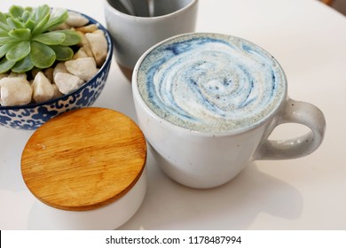 Mermaid Superfood Latte with Sea Minerals