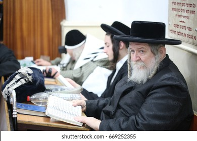 Meron ,Israel, May 11, 2017-  Jewish Grand Rabbi of the Tmshwar dynasty With his large group of Chassidim, Visit the grave of Rabbi Shimon Bar Yochai in Meron morning prayer where Jewish people