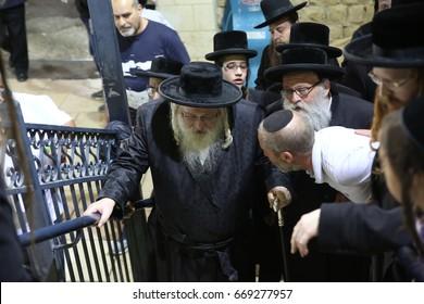 Meron,Israel, May 11, 2017- Jewish Grand Rabbi of the Shomer Emunim dynasty With his large group of Chassidim, Visit the grave of Rabbi Shimon Bar Yochai Meron