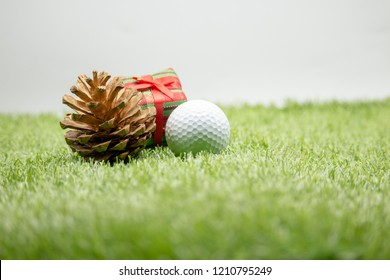 Merry Christmas to golfer with golf ball on green grass