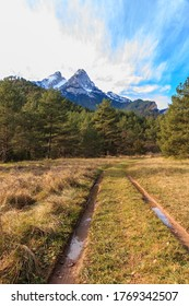 A mesmerizing shot of the Pedraforca Saldes mountain in Spain