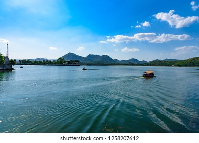 Mesmerizing view of Fateh Sagar Lake situated in the city of Udaipur, Rajasthan, India. It is an artificial lake popular for boating among tourist who visits City of lakes to enjoy vacations.