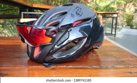 Met Rivale helmet and Oakley Jawbreaker, Chiang Mai, Thailand, 5 May 2018