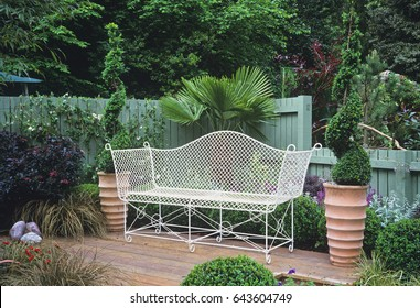 Cool Imagenes Fotos De Stock Y Vectores Sobre Small Garden Bench Gamerscity Chair Design For Home Gamerscityorg