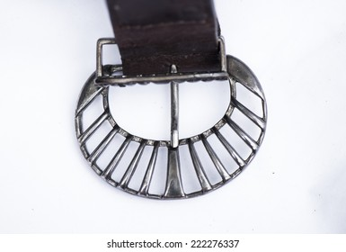Metal buckle in the shape of a semicircle