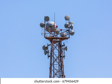 Metal construction with antennas