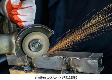 Metal cutting with a rotating disc