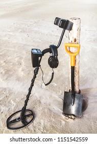 metal detector and spade