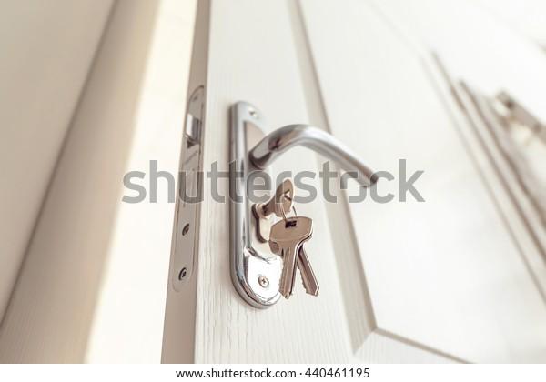 Metalltürknopf und -schlüssel, Nahaufnahme