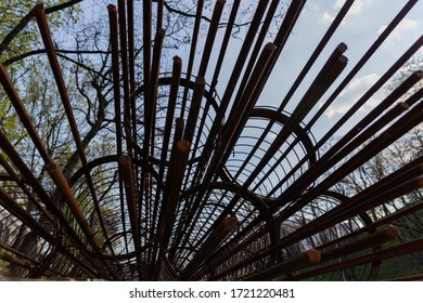 metal frames for concrete pillars on construction