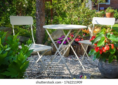 Metal garden bistro table and chair