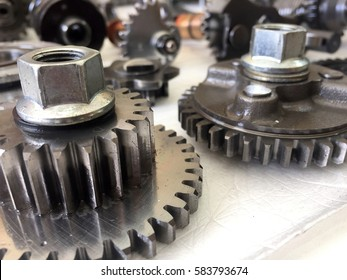Metal gear mechanic