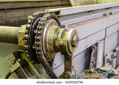 Metal gear wheel of industrial conveyor with chain drive