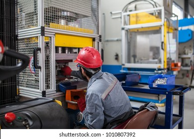 metal press machine with working