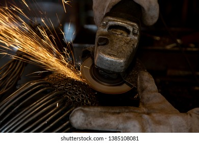 Metal processing by grinding machine. Fireworks sparks. Spray of fire. Safety work. Remedies for production. Tracer. Traces. A fascinating spectacle. Sozdanie.Rabota. Grinding. Safety