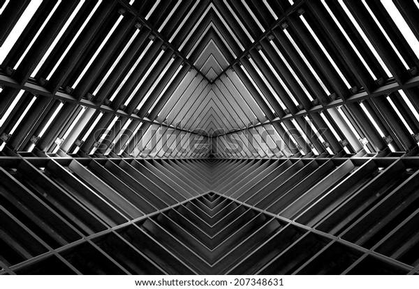 estructura metálica similar al interior de la nave espacial en blanco y negro