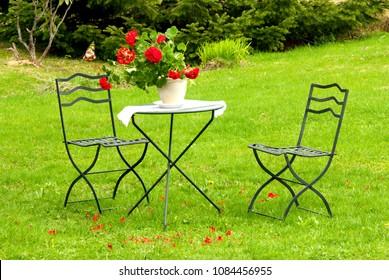 Metallic garden furnitures